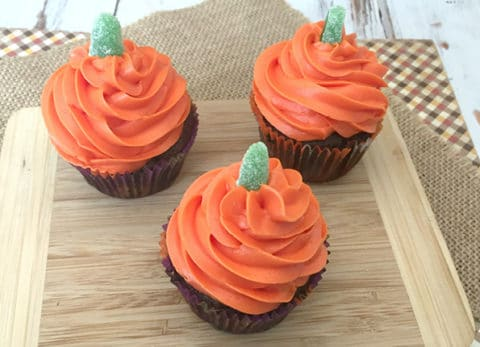 These pumpkin Halloween cupcakes are as easy to make as they are to eat!